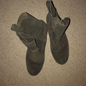 3/$50 American Eagle Olive Green Suede Boots